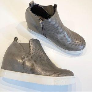 NWOB STEVE MADDEN Wrangle Platform Sneakers SZ 7